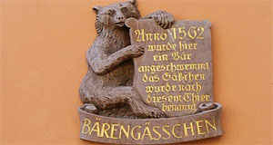 A plate commemorating the bear that gave its name to the Bärengässchen.