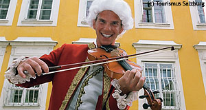 A poor student making some Euros by faking to be the non-fakable: Wolfgang Amadeus Mozart.