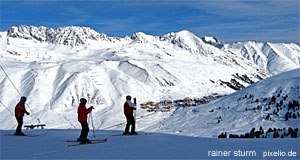 Alpine lakes, fantastic slopes and dramatic mountain scenery draw many people to the Pinzgau.